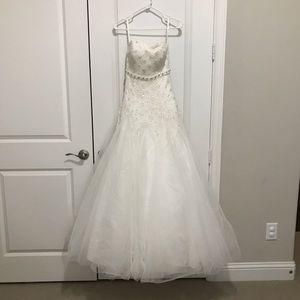 Wedding dress, size Small, New